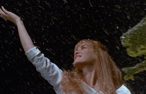 ... ve sırf bu kar sahnesi için bile Edward Scissorhands tekrar ve tekrar seyredilir...