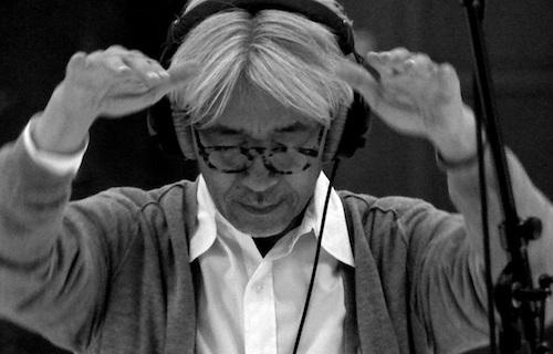 Merry Christmas Mr. Lawrence, Wuthering Heights, Little Buddha, Babel, the Last Emperor gibi filmlerin muhteşem filmlerinde imzası olan Ryuichi Sakamoto'nun uzun bir sessizlikten sonra Batı Sinemasına geri dönüşü ve sırf müzikleri için bile kaçırılmayacak bir film olacağına eminim.. Bir kuple için: