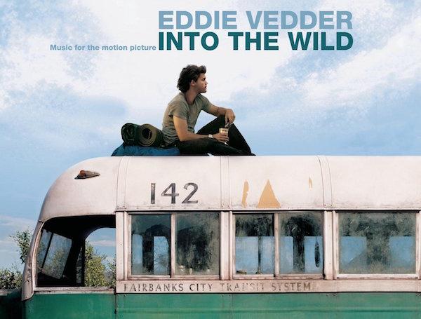 """""""Sean Penn'in oyuncu, yönetmen veya yapımcı olarak elini attığı her film koşulsuz şartsız kabuldür, sorgusuz sualsiz sevilir"""" prensibini bizimle paylaşan Eddie Vedder; Penn kendisine filmin müzikleri teklifi ile gidince senaryoyu bile okumadan evet demiş ve gelmiş geçmiş en güzel film müzik albümlerinden birini koleksiyonlar için çıkarmıştır."""