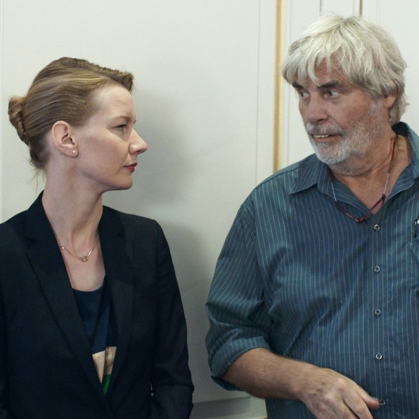 Toni Erdmann: Modernizmin Katı Dünyasında Bir Direniş Biçimi Olarak Mizah - Pera Sinema