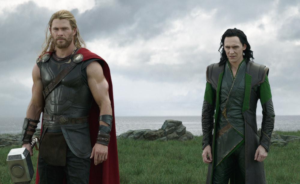 Thor: Ragnarok: Dışı İyi Süslenmiş İçi Boş Hediye Paketi